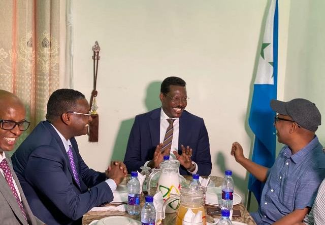 Galmudug president meets with members of federal parliament boycotted his election.