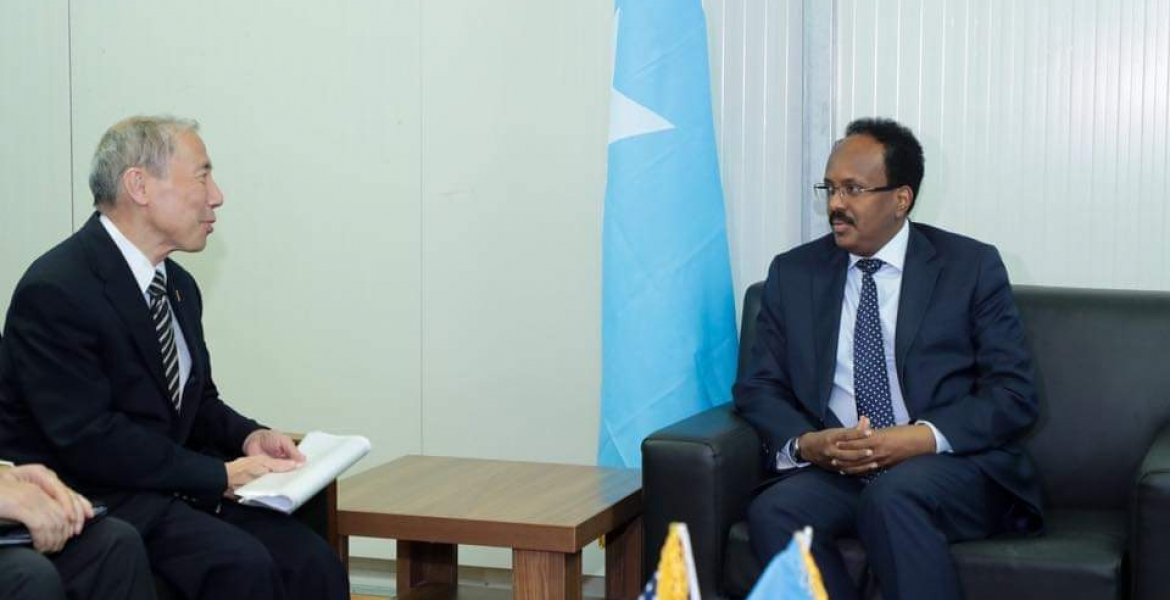"""US tells Farmajo to show leadership amid political tensions In what signaled a running out of patience as the country heads for an election without concrete commitments from the two levels of government, the US has urged President Mohamed Farmaajo to 'urgently' convene a meeting with Federal Member State leaders. The US embassy in Somalia Tuesday said there was a need for the two levels to meet to address issues of concern as the country heads to an election in the midst of COVID-19 pandemic. """"The US embassy in Somalia calls on the Villa Somalia to convene a meeting w/ all FMS leaders, as required by the Somali Constitution,"""" a tweet from the embassy Tuesday evening noted. """"FGS–FMS engagement and cooperation is urgently needed to resolve political divisions, implementation of debt relief, & COVID response."""" Parliamentary elections are slated for October this year while a new president is set to be elected in February 2021. So far, however, there is no direct public engagement between Mogadishu and Federal Member States. The National Independent Electoral Commission is yet to announce election dates and neither has parliament dispensed with contentious issues in the Elections Act. The last time the President and FMS leaders met was during the National Security Council meeting June 2018 in Baidoa. Poor relations between the two levels of government have since made it difficult for them to meet. Opposition leaders incuding for mer Presidents Hassan Sheikh Mohamud and his predecessor Sheikh Sharif Ahmed have both called on the President to engage the FMS leaders as the country heads to the elections. Mogadishu-Somalia"""