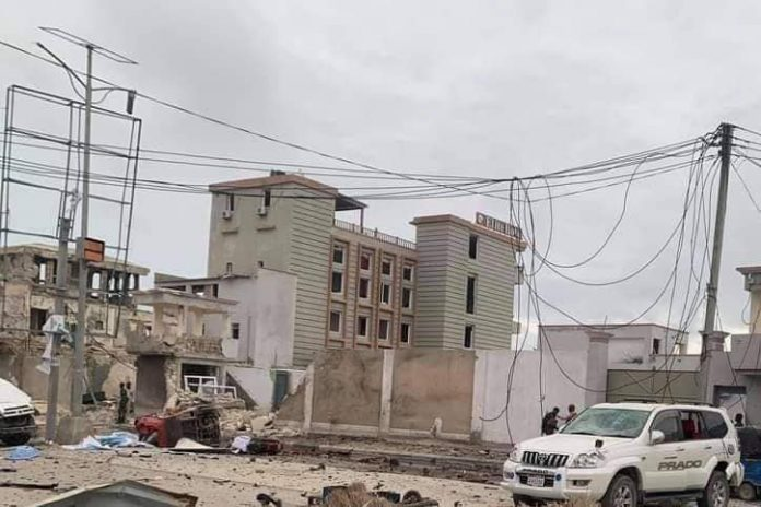 Dozens killed , 30's wounded Al shabaab attack in Mogadishu